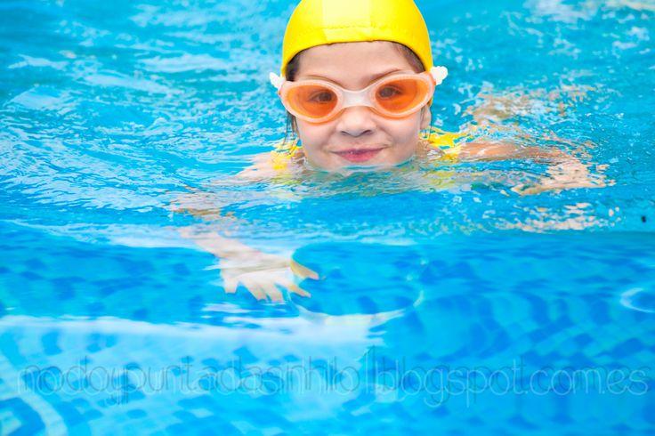 Hola!! Hoy les traigo un patrón y tutorial de gorro de natación. Les contaba el otro día  en que le había hecho el bañador, y me había s...