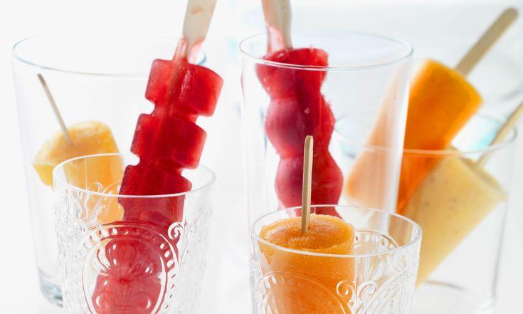 Met deze 8 verschillende waterijsjes kun je de hele week afblussen! Nog een voordeel: deze huisgemaakte ijsjes zijn ook nog eens gezond, want ze barsten van hetfruit. Maak ze in verschillende ijslollyvormpjes, dat ziet er extragezellig uit. Zoetekauwen kunnen eventueel suiker of honing toevoegen, maar dat is eigenlijk niet nodig. Gebruik voor het maken van…