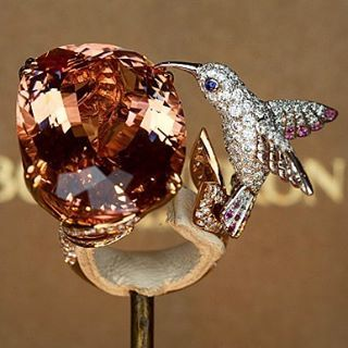 Amazing BOUCHERON ring .