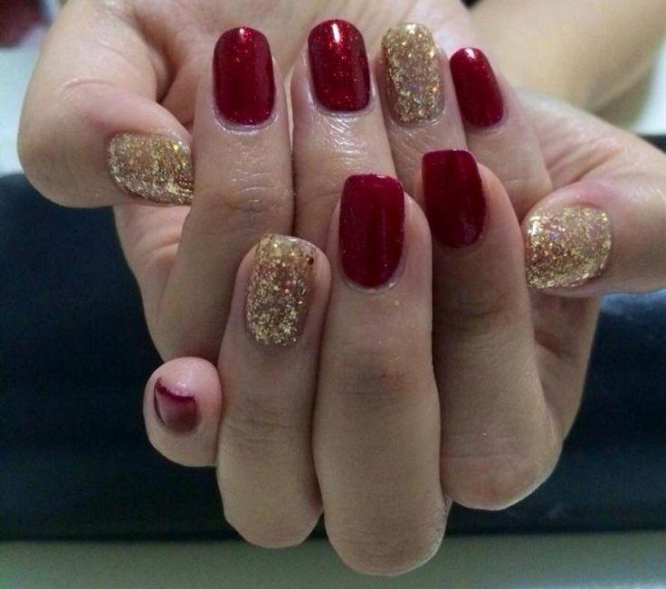déco ongles Noël base rouge et couleur or pailleté