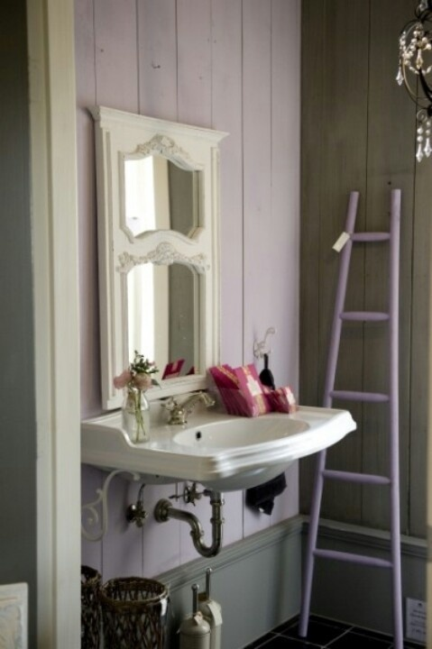 Lila badkamer