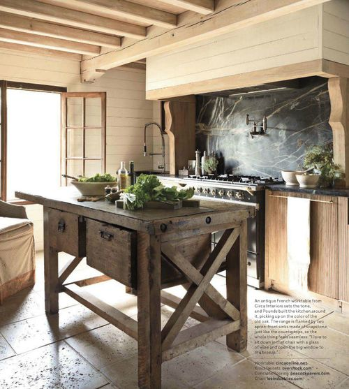 Bonita isla de cocina rústica • Kitchen Islands | Historic Homes