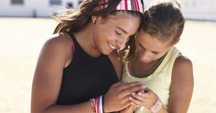 Como fazer  uma pulseira com miçangas utilizando elástico de silicone. O cordão elástico de silicone é um tipo de cordão fino e flexível. Ele é transparente e, geralmente, é utilizado para criar bijuterias com miçangas, como pulseiras, tornozeleiras e colares. Esse tipo de cordão permite que uma pulseia caiba em pulsos de tamanhos diferentes devido à sua elasticidade. Você poderá experimentar cores e padrões de ...