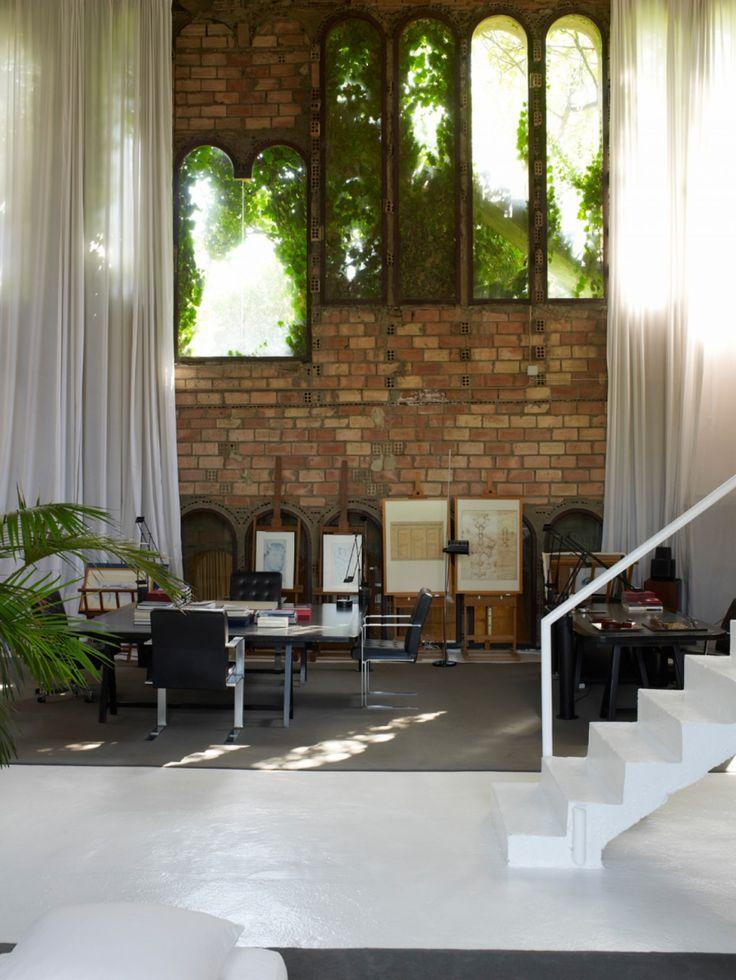 Cet architecte espagnol a transformé une ancienne usine à ciment en une villa incroyable
