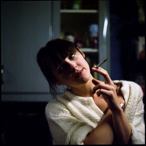 Laura Marling enjoyin that cigarette