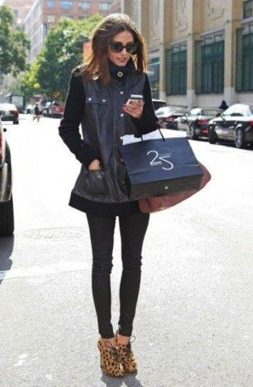 Francesine e leggings di pelle come Olivia Palermo