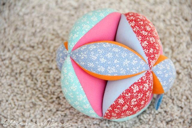 Montessori für Babys - einige Materialien auch zum Selbermachen