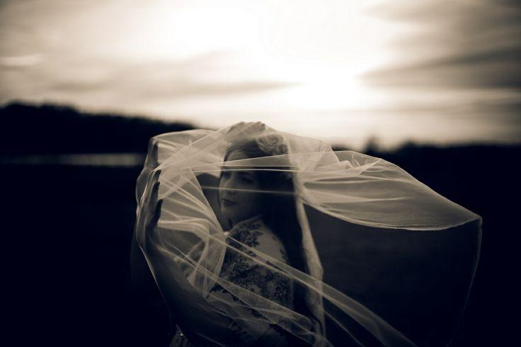 bride,wind