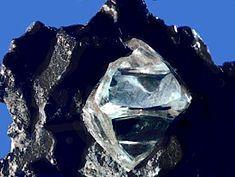 алмаз в материнской породе