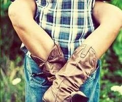 This would make a cute engagement picture with the cowboy boots!