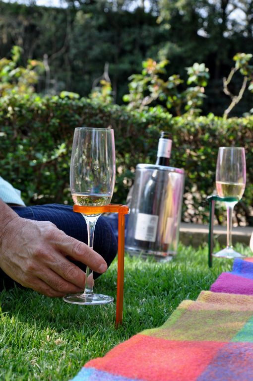 Hands Free glass holder fits champagne flutes!  Suited to fit around your wine glass & pegged into the ground, the Hands Free glass holder removes those unwanted spills & glasses from toppling over.