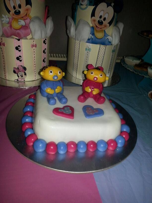 Cartoon baby shower cake x