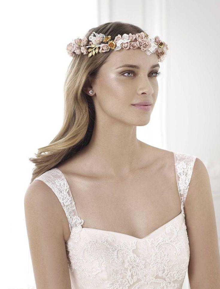 A prémium kategóriás Pronovias világmárka legnagyobb 2015-ös kollekciójának álomszép esküvői ruhái kölcsönözhetőek kedvezményes áron a La Mariée Budapest menyasszonyi ruhaszalonban.