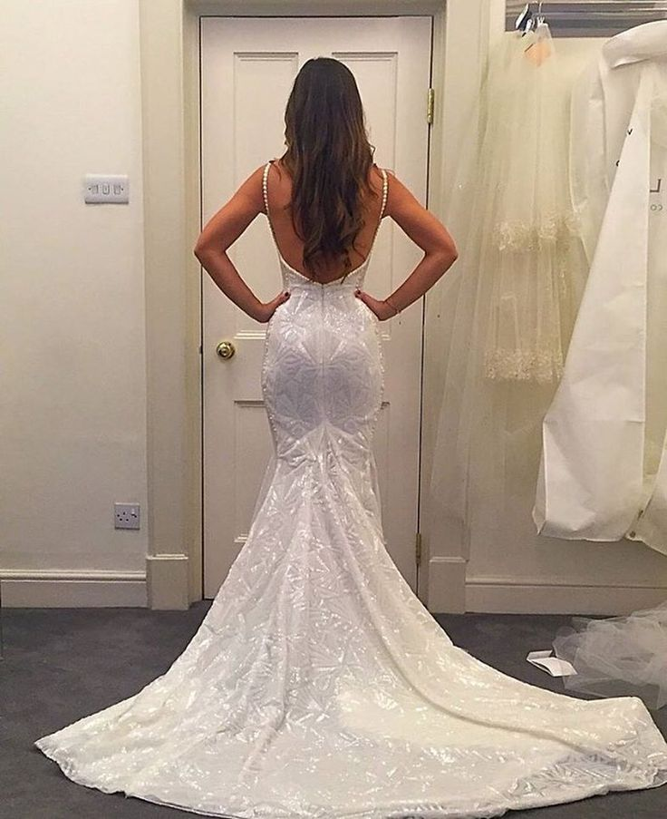 This fit is incredible! Absolutely perfect gown by @galialahav  Follow @galialahav for more Bridal & Eve Couture!