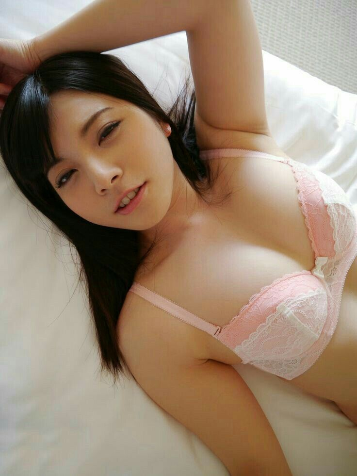 spread asian sexy bikini girl