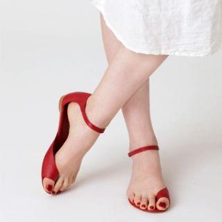 Bare minimum sandals