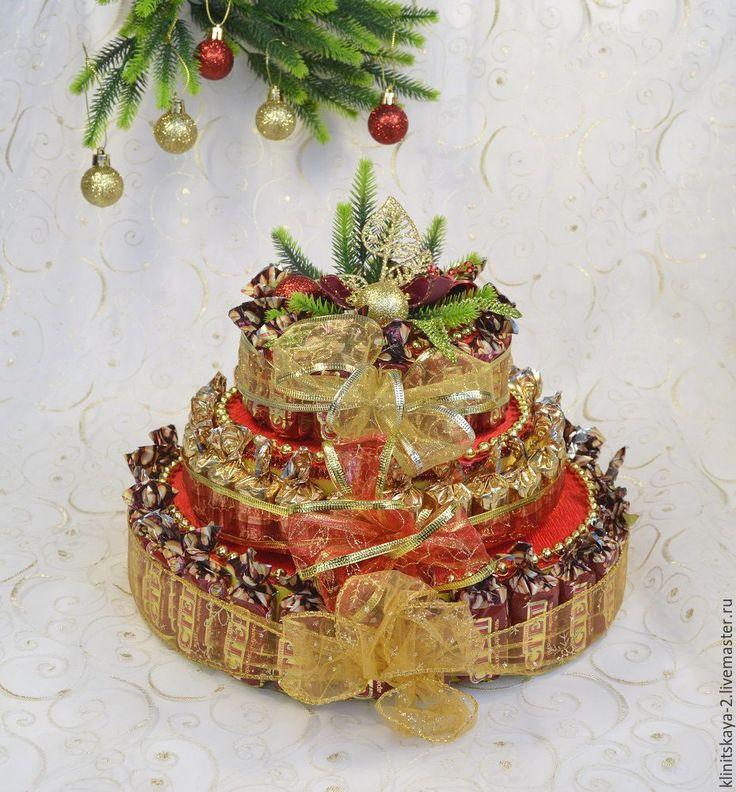 Купить Трёхярусный новогодний торт из конфет красный - ярко-красный, торт из конфет, сладкий торт