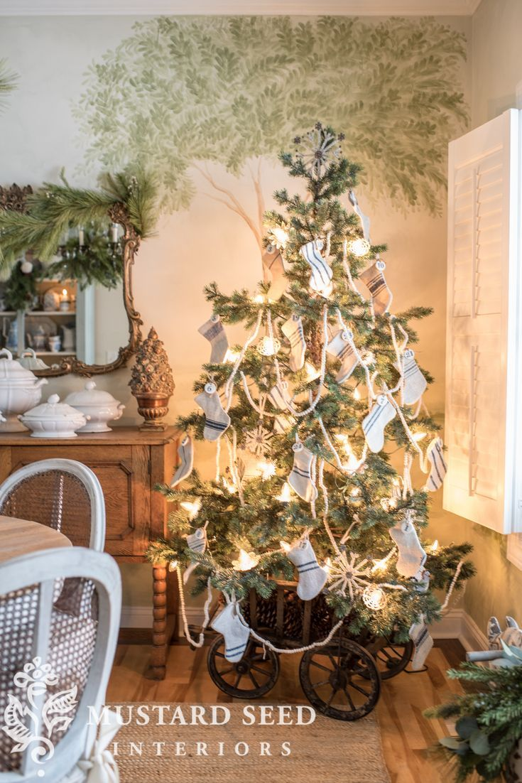Christmas Dining Room 2018 Miss Mustard Seed Holiday Decor Christmas Tree Decorating Ideas Pictures Colorful Christmas Tree