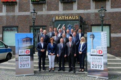 La Capital del Estado de Düsseldorf ofrece un variado programa para la Grand Départ Düsseldorf 2017    DUESSELDORF Alemania Junio 2017 /PRNewswire/ - La Capital del Estado de Düsseldorf y la región ofrecen un variado programa para la Grand Départ Düsseldorf 2017. El Alcalde Thomas Geisel reunió a compañeros alcaldes para la II Cumbre del Tour El Tour está en marcha y la región le está esperando. En las ciudades del Tour desde Düsseldorf a Aachen los últimos preparativos están en marcha. No…