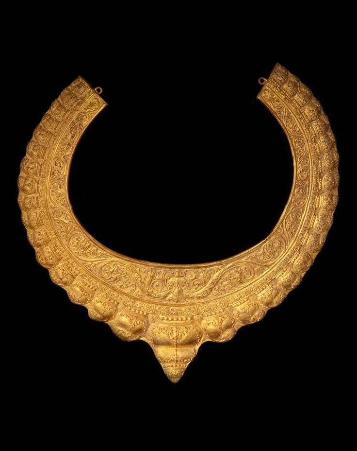 Indonesia ~ Klaten, Wonoboyo, Plosokuning | Necklace most probably made for an animal (horse, royal elephant or cow) or for adornment on a statue of a god | Gold sheet over bronze | 9th - 10th century | Diameter 37 cms, Thickness 3 - 4.6 cms