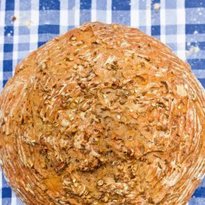 Ein schönes rustikales Brot aus Roggenmehl, mit Bier, Koriander, Kümmel und Anis. Ich habe aus dem Teig ein Brot und 12 kleine Bierstangerl (als Variante angegeben) gefertigt. Der Teig ließ sich gu...