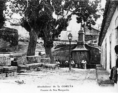 Fuente de Santa Margarita,pasó de su emplazamiento primitivo,al Parque del mismo nombre.