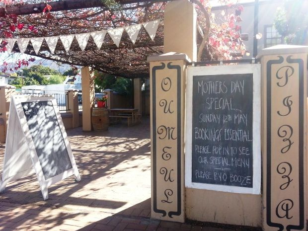 Have supper at Ou Meul Restaurant in Villiersdorp. Their pizzas are absolutely divine! Read more --> http://www.news24.com/Travel/Guides/Weekend-Escapes/5-things-to-do-in-Villiersdorp-20130517 #travel #pizza #oumeul #villiersdorp