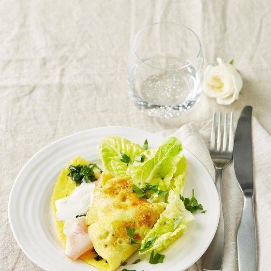 Spinat-Omelett mit Salat