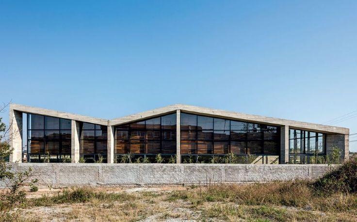 Lajes inclinadas e paredes diagonais revelam os traços de Gustavo Penna em residência de 736 m² em Nova Lima, MG :: aU - Arquitetura e Urbanismo