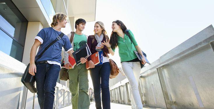 Sie dürfen ohne Zustimmung ihrer Eltern noch kein Konto bei einer Bank eröffnen. Aber sie studieren schon: 2.884 Studierende unter 18 Jahren waren im Wintersemester 2013/2014 an deutschen Hochschulen eingeschrieben