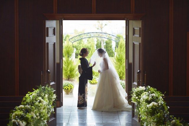 結婚式場写真「母からの最期のお手伝い… ベールダウンセレモニーは心温まる演出」 【みんなのウェディング】