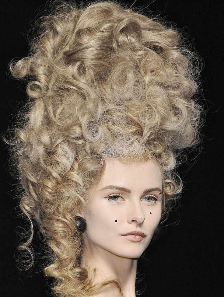 rococo inspired barock styling