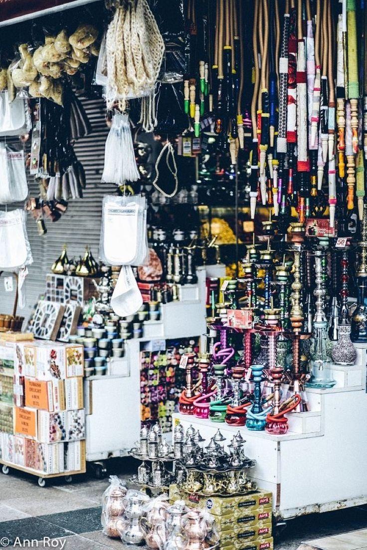 В Стамбуле найдутся товары на любой кошелёк. Есть и места, где можно приобрести роскошные и дорогущие подарки и сувениры, имеющие статусное значение.