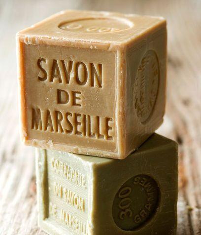 Detersivo liquido a mano per piatti e panni al sapone di Marsiglia