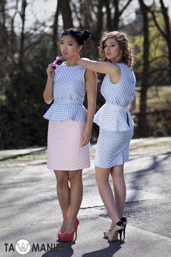 Różowa lub niebieska ołówkowa spódnica w białe kropki - idealna na wiosnę i lato.   #spódnica #kropki #ołówkowaspódnica #elegancka #bluzki #komplet #kreacja