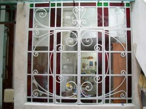 puertas y ventanas antiguas de hierro