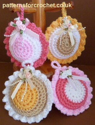 Free crochet pattern for scented sachet http://www.patternsforcrochet.co.uk/scented-sachet-usa.html #patternsforcrochet #freecrochetpatterns