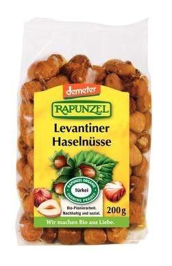 RAPUNZEL BIO TÖRÖKMOGYORÓ /DEMETER/ 200 G - Aromás ropogós mogyoró olyan sokoldalú, hogy nélkülözhetetlen a konyhánkban. Gazdag fehérje-, B- és E-vitaminban és esszenciális ásványi anyagokban. A mogyoró a Fekete-tenger partjáról, Törökországból származik a Rapunzel projekt termesztéséből. Ásványi anyagokban és vitaminokban gazdag energiaforrás, aflatoxinra többszörösen ellenőrizve. Ellenőrzött ökológiai gazdálkodásból származó pirítatlan mogyoróból.