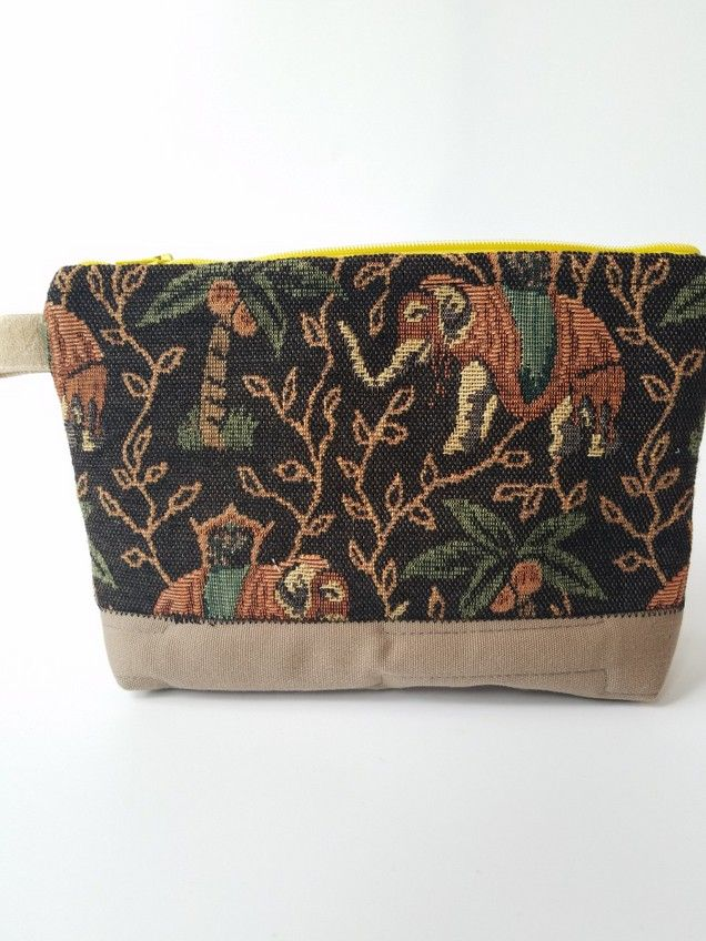 #elephantloversgift #elephantmakeupbag #elephantzippouch Know anyone who loves elephants? Check out this cute all-purpose Elephant zip pouch!