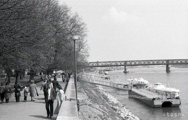 UNIKÁTNE FOTOGRAFIE: Jar zavítala do starých bratislavských ulíc - Regióny - TERAZ.sk
