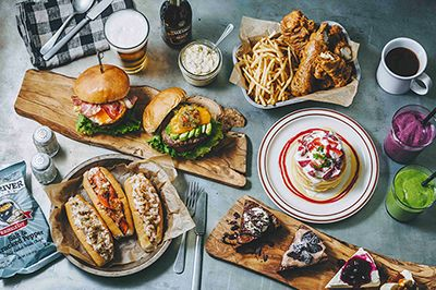 カフェレストラン「ジェイエス フーディーズ(J.S. FOODIES)」の2号店が、2015年8月3日(月)、神奈川・江ノ島にオープンする。アメリカンテイスト溢れるボリューミーなハンバーガーやパンケー...