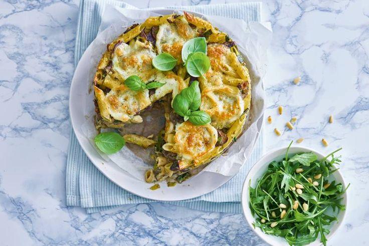 Ovenpasta met pesto en rucolasalade - Recept - Allerhande