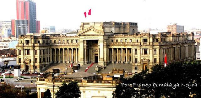 Este es un edificio de estilo neoclásico, caracteristico de la capital del Perú. Monumento inspirado en el Palacio de Justicia de Bruselas, aunque también guarda cierta simlitud con el Palacio del Congreso de la Nación de Argentina. Ubicado en el cer