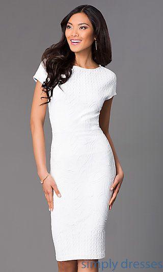 Vestido tubinho branco com manga