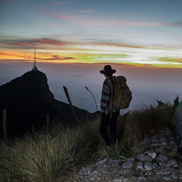 Mi estilo es caminar como si nada pasara, sabiendo que un descuido me hará sinónimo de olvido... . . . . . . Monterrey, Nuevo León, Julio 2017. . . . . . . . #sfdk #rtw #dawn #mexico #monterrey #nuevoleonextraordinario #cerrolasilla #mtymxrepost #piconorte #trekking #camping #adventure #mountains #nature #mochileros #wanderlust