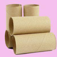 Con el cartón de los rollos de papel higiénico o de cocina podrán hacer unos lapiceros. Para ello pegarán los tubos en un cartón que hará de base, y lo pintarán y decorarán a su gusto utilizando diferentes materiales.