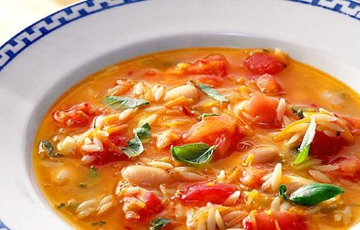 Tomaattikeitto valkoisten papujen  ja risoni-pastan kanssa