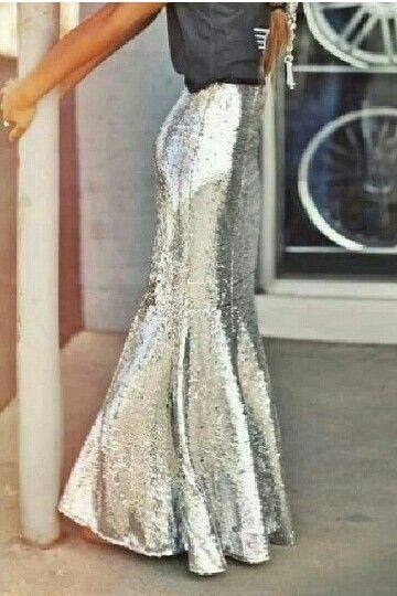 I'm not all into the mermaid skirts, but this sequin mermaid skirt! A real life Holiday mermaid! Too cute!!