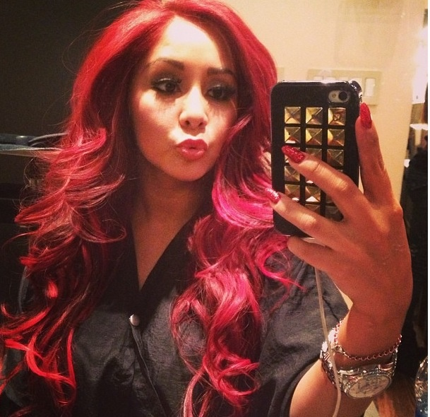 So loving Snooki and her new bright red hair <3 freakin want this sooooo bad!!!!!!