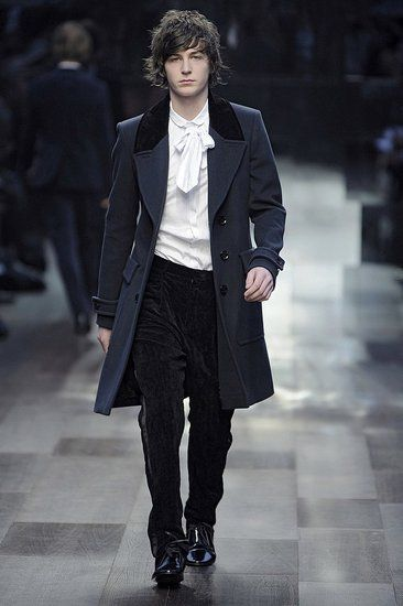 Burberry Prorsum Fall 2009. Love, love, love the frock coat, simple, low-key-but-saying-something cravat, and velvet pants.